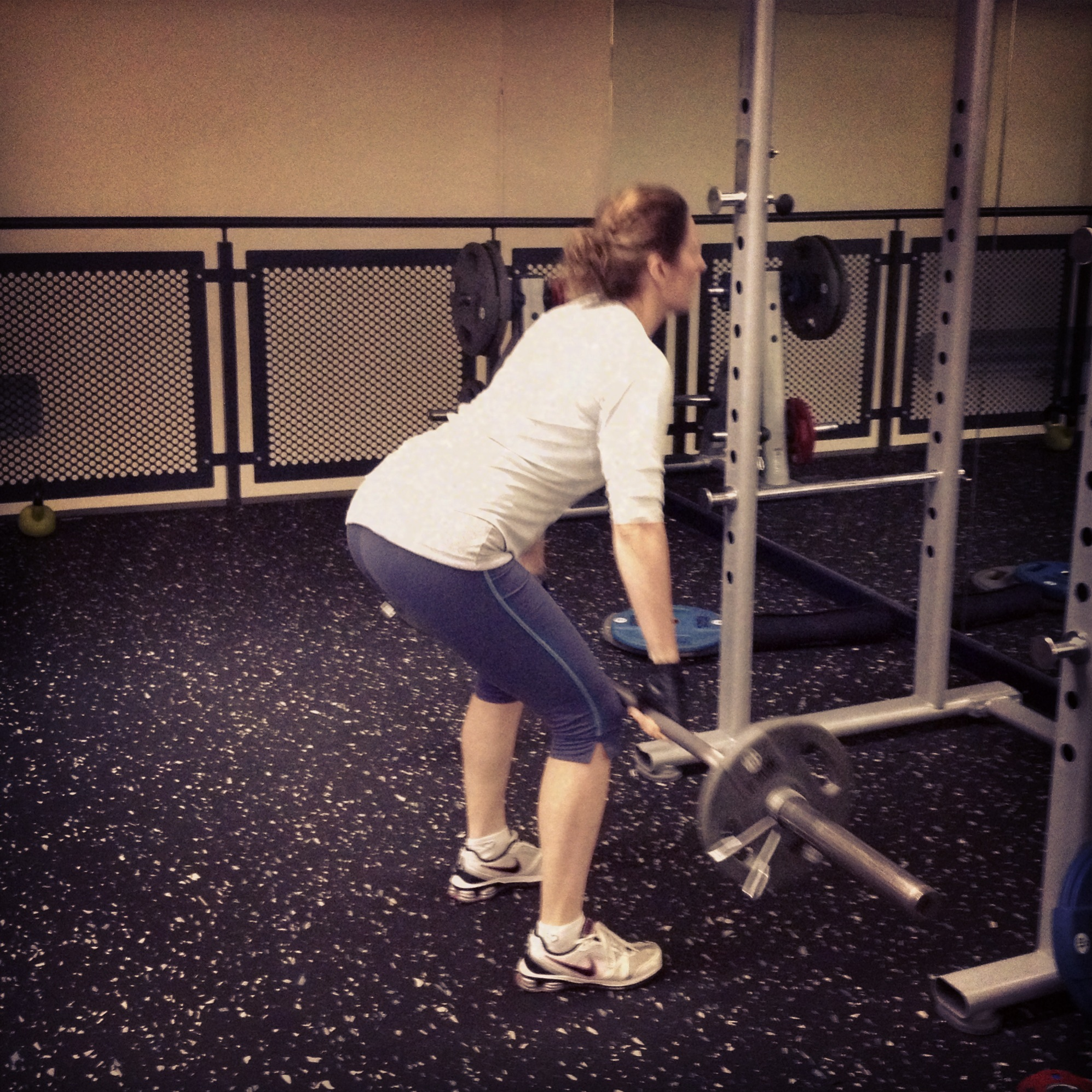 summer body tips, Personal Trainer Stockport, Weight Training, Fitness, Woman Lifting Weights