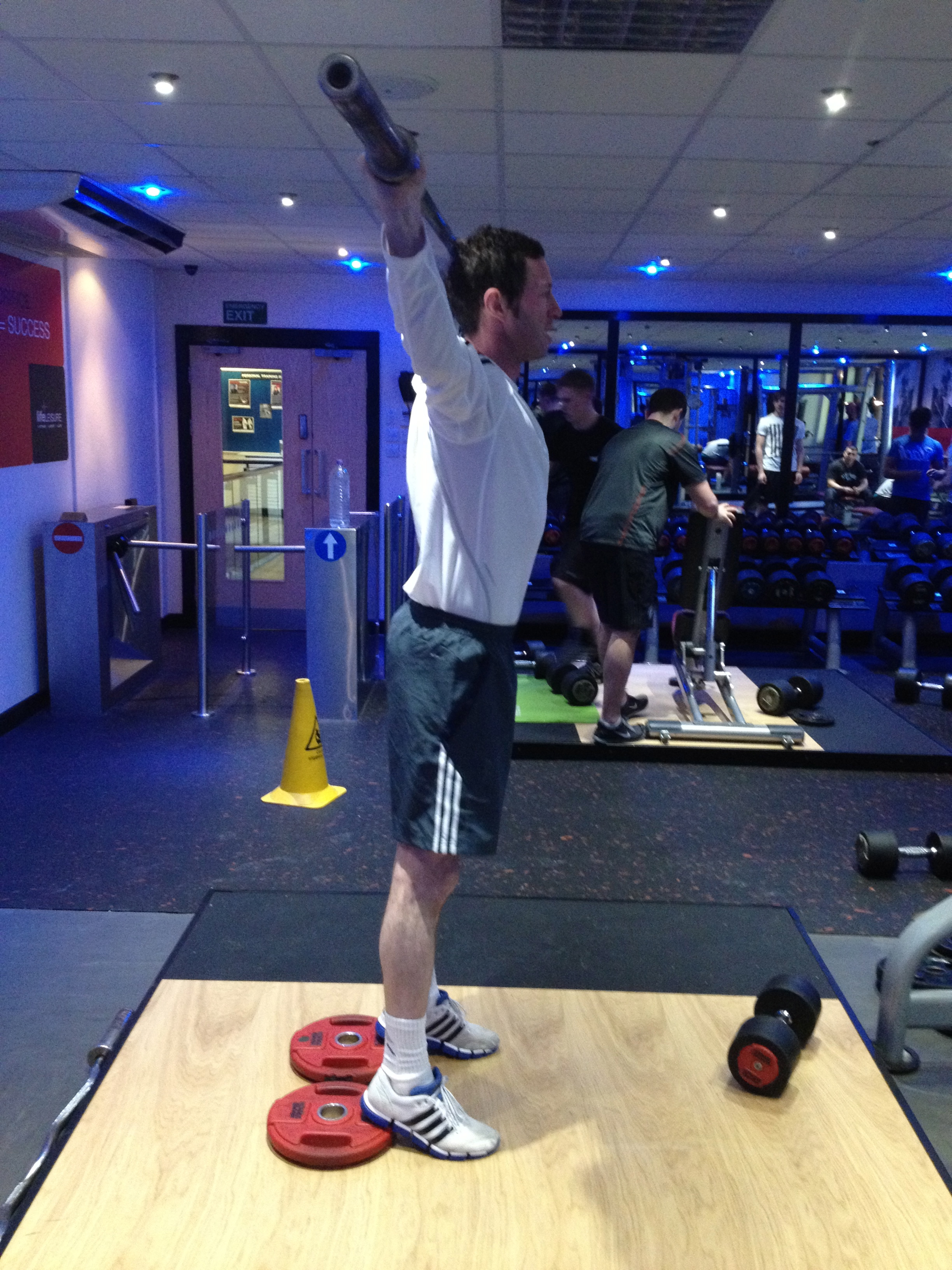 Effective Leg Training, www.hoylesfitness.com, Personal Trainer Stockport, Personal Trainer Wilmslow, Personal Trainer Alderley Edge, Overhead Squat Technique